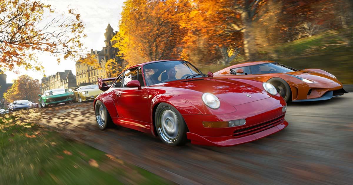 """Herbstlaub ziert nicht nur die Bäume in """"Forza Horizon 4"""", sondern sorgt auch für anspruchsvolle Straßenverhältnisse (Abbildung: Microsoft)"""