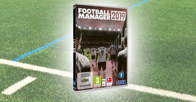 Auf dem Vorab-Packungsmotiv prangt bereits das Bundesliga-Logo: Der Football Manager 2019 erscheint offiziell in Deutschland (Abbildung: SEGA)