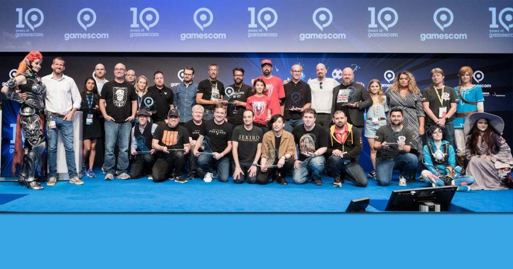 Gamescom Award 2018: Die Sieger in den Jury-Kategorien mit Moderator Fabian Siegismund (zweiter von links) - Foto: KoelnMesse / Oliver Wachenfeld