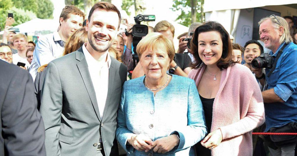 Game-Geschäftsführer Felix Falk, Kanzlerin Angela Merkel und Digital-Staatsministerin Dorothee Bär trafen sich beim Tag der Offenen Tür der Bundesregierung (Foto: Game e. V.)