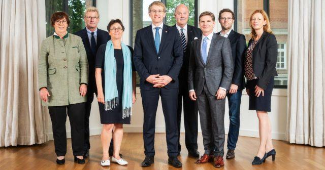 Das Kabinett von Ministerpräsident Daniel Günther (Mitte) will Schleswig-Holstein zum