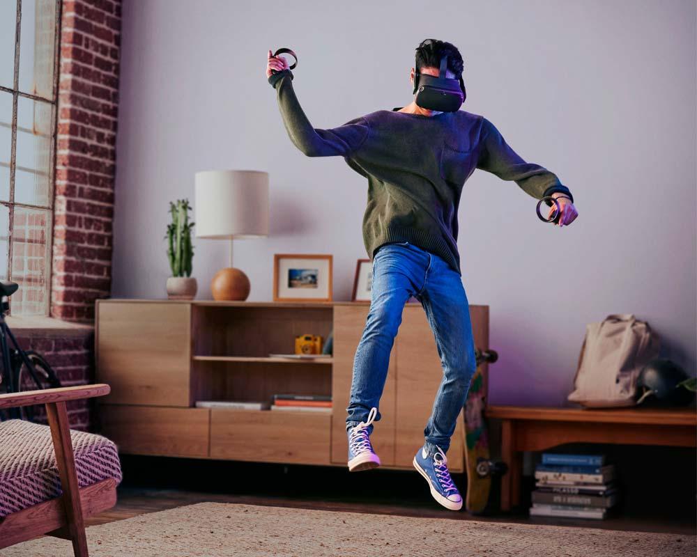 Mehr Bewegungsfreiheit verspricht Facebook für die kabellose VR-Brille Oculus Quest (Foto: Facebook)