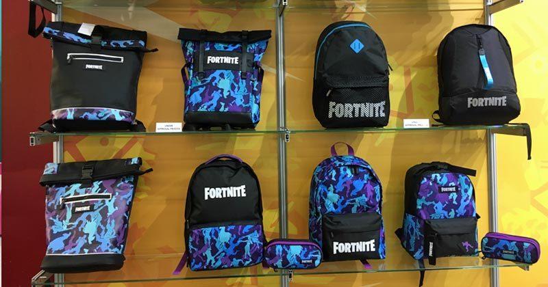 Die vorläufigen Designs der offiziellen Fortnite-Turnbeutel und -Rucksäcke (Foto: GamesWirtschaft)