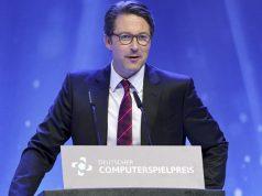 Verkehrsminister Andreas Scheuer (CSU) bei seiner Laudatio beim Deutschen Computerspielpreis 2019 (Foto: Ina Foltin / Getty Images for Quinke Networks)