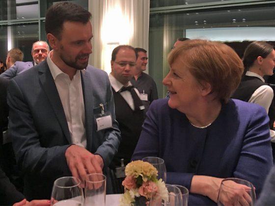 Unterhielten sich über den deutschen Spiele-Markt: Game-Geschäftsführer Felix Falk und Kanzlerin Angela Merkel