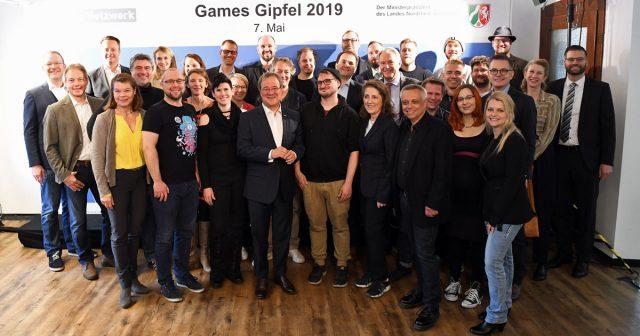 Games-Gipfel 2019: NRW-Ministerpräsident Armin Laschet traf sich mit mehr als 30 Vertretern der Games-Branche im Cologne Game Lab (Foto: Land NRW / Andrea Bowinkelmann)