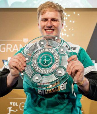 """Michael Bittner alias """"MegaBit"""" ist Deutscher Meister 2018/19 der Virtual Bundesliga (VBL) - Foto: EA / DFL / Felix Gemein"""