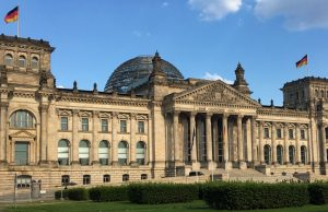 Das Reichstagsgebäude in Berlin vis-à-vis des Kanzleramts ist der Sitz des Deutschen Bundestags (Foto: GamesWirtschaft)