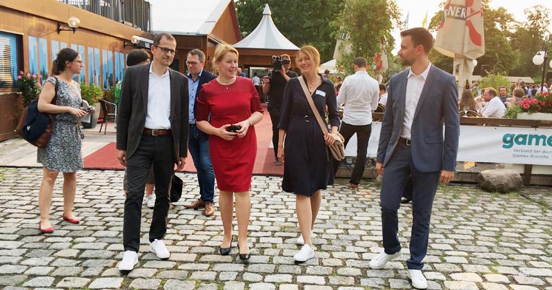 Game-Vorstand Ralf Wirsing, Familienministerin Franziska Giffey, USK-Geschäftsführerin Elisabeth Secker und Game-Geschäftsführer Felix Falk beim Game-Sommerfest 2019.