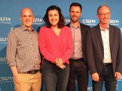 Hendrik Lesser (Remote Control Productions), CSU-Politikerin Dorothee Bär, Felix Falk (Game-Verband) und der Stuttgarter Hochschul-Professor Jens-Uwe Hahn bei der CSUnet Convention am 15. Juli in München (Foto: GamesWirtschaft)