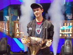 """Fortnite WM 2019: Der 16jährige Kyle Giersdorf alias """"Bugha"""" holt sich den Siegerpokal im Einzel - plus einen Scheck über 3 Millionen Dollar (Foto: Epic Games)"""