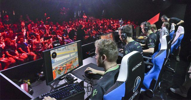 Wer eSport und Shows auf einem garantierten Sitzplatz erleben will, muss ein zusätzliches Ticket für die Gamescom Event Arena kaufen (Foto: KoelnMesse / Thomas Klerx)