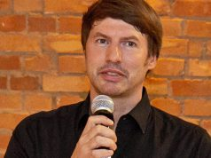 Yager-Gründer Timo Ullmann begrüßt die Gäste der Yager-Geburtstagsparty