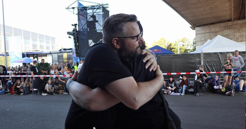Nahm sich viel Zeit für die Fans: Letsplayer Gronkh beim Meet & Greet am Gamescom-Freitag (Foto: GamesWirtschaft)
