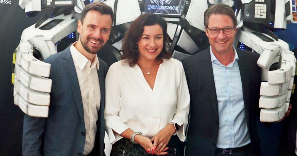 Auftakt der Gamescom 2019: Branchenverbands-Geschäftsführer Felix Falk begrüßt Staatsministerin Dorothee Bär (CSU) und Verkehrsminister Andreas Scheuer (CSU) in Köln - Foto: GamesWirtschaft