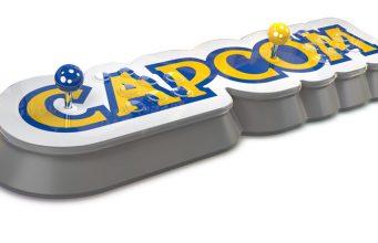 Spielhallen-Flair verteilt auf 74 Zentimeter: Die Capcom Home Arcade wird mit 16 Spielen ausgeliefert (Foto: Koch Media)