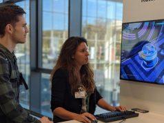 """PR-Managerin Maria Zubova von Kalypso Media zeigt """"Spacebase Startopia"""" auf dem Digitalgipfel 2019 in Dortmund (Foto: Game-Verband)"""