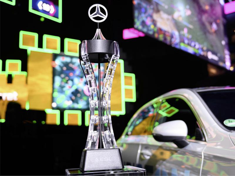 """ESL One Hamburg 2019: Der """"wertvollste Spieler"""" des Turniers (MVP) erhält neben dem Pokal einen fabrikneues Mercedes (Foto: Daimler AG)"""