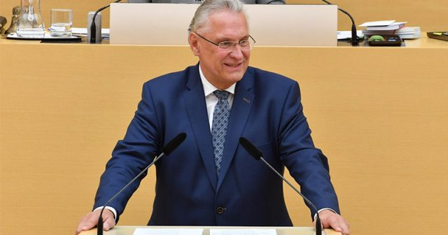 Bayerns Innenminister Joachim Herrmann (CSU), gleichzeitig Stellvertreter von Ministerpräsident Markus Söder (Foto: Bayerischer Landtag / Rolf Poss)