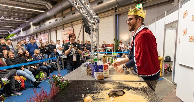 Auch das ist die MAG Erfurt 2019: Koch- und Back-Shows (hier mit PietSmiet-Ensemble-Mitglied Christian Stachelhaus) trafen auf große Resonanz - Foto: Messe Erfurt / Paul-Philipp Braun