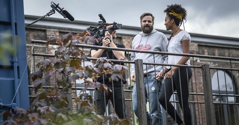 Die Dreharbeiten für den Misereor-Werbespot mit Gronkh und Stadtgärtnerin Alice fanden bereits Mitte September statt (Foto: Misereor / Dominik Butzmann)