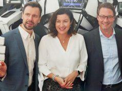 Digital-Staatsministerin Dorothee Bär (CSU) bei ihrem Gamescom-Besuch (hier mit Game-Geschäftsführer Felix Falk und Verkehrsminister Andreas Scheuer, CSU)