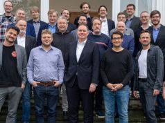 Comeback der Games-Förderung in Hamburg: Vertreter von Spiele-Entwicklern und Dienstleistern beim Treffen mit Kultursenator Carsten Brosda (vorne, Mitte) - Foto: Julia Rogalitzki