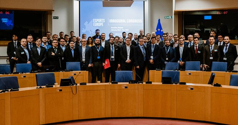 Gruppenbild mit 1 Dame: Die Delegierten der EEF-Gründung in Brüssel (Foto: EEF/Aline Ehmann)