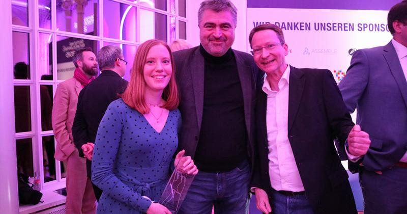 Deutscher Entwicklerpreis 2019: Ubisoft-Producerin Linda Rendel, Managing Director Benedikt Grindel und Thomas Pottkämper (Ubisoft Mainz) - Foto: Fröhlich
