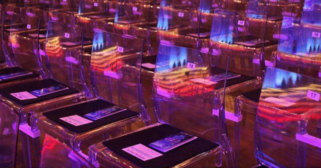 Die Stühle im Löwenbräukeller bleiben leer: Der Computerspielpreis 2020 wird in Form einer Digitalgala vergeben (Foto: Franziska Krug / Getty Images for Quinke Networks)