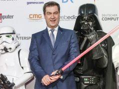 Möge der Livestream mit ihm sein: Ministerpräsident Markus Söder hält die Laudatio für das Beste Spiel beim Deutschen Computerspielpreis 2020 (Foto: Isa Foltin / Getty Images for Quinke Networks)