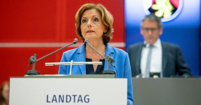 Ministerpräsidentin Malu Dreyer (SPD) bei der Sitzung des Landtags von Rheinland-Pfalz am 27. Mai (Foto: Landtag RLP / Torsten Silz)