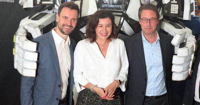 Als Lobbyverband sucht der Game-Verband die Nähe der Politik - hier Geschäftsführer Felix Falk mit CSU-Digitalpolitikerin Dorothee Bär und Verkehrsminister Andreas Scheuer (CSU) während der Gamescom 2019 (Foto: GamesWirtschaft)