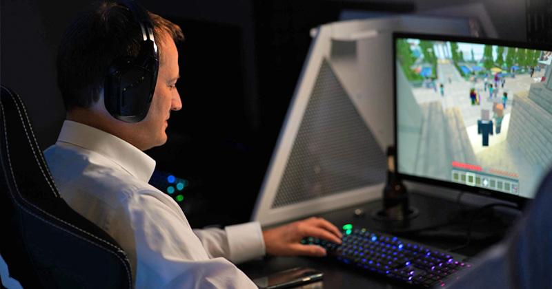 Zu Gast beim virtuellen Sommerfest des Branchenverbands Game: FDP-Politiker Manuel Höferlin (Foto: Game e. V.)