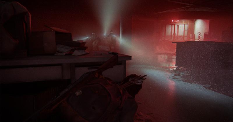 Herzschlagmomente: Aus der Deckung heraus nimmt es TLOU2-Hauptdarstellerin Ellie mit Wachposten auf (Abbildung: Sony Interactive)
