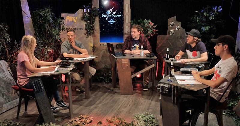 """Die Square-Enix-Neuheit """"Outriders"""" stand im Mittelpunkt der Gamevasion-Ausgabe von """"Pen & Paper"""" (Foto: Rocket Beans TV)"""