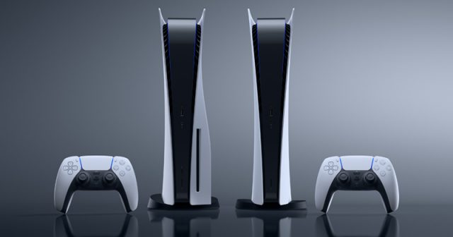PlayStation 5 (links) und PlayStation 5 Digital Edition (rechts) im Vergleich - Foto: Sony Interactive