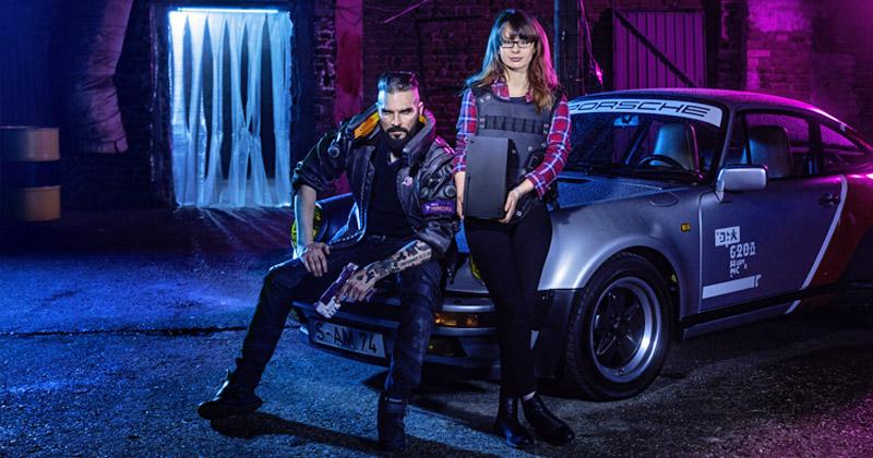 Gewinnerin Steffi mit Xbox Series X und Maul Cosplay im Cyberpunk 2077-Setting (Foto: Otto)