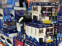 Bislang vertreibt Sony Interactive das PlayStation-Sortiment ausschließlich über Einzelhändler wie Saturn - demnächst wird sich das ändern.