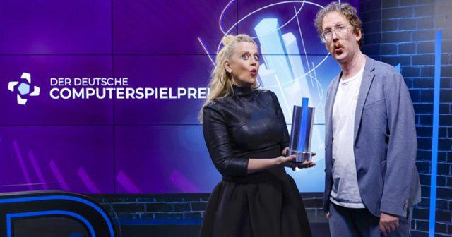 Die Moderatoren beim Deutschen Computerspielpreis 2021: Barbara Schöneberger und Uke Bosse (Foto: Franziska Krug / Getty Images for Quinke Networks)