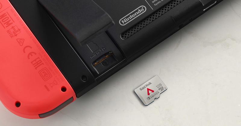 Die MicroSD-Karte wird einfach im entsprechenden Einschub der Nintendo Switch verankert (Foto: SanDisk)