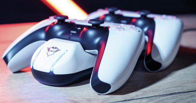 Das GXT 251 Duo Charging Dock lädt zwei PS5-Controller gleichzeitig (Foto: Trust Gaming)