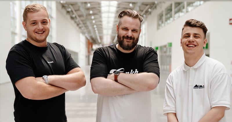 Die Gastgeber der Spielesause im Rahmen der Gamescom 2021: Trymacs, Gronkh und Papaplatte (Foto: 1Up Management)