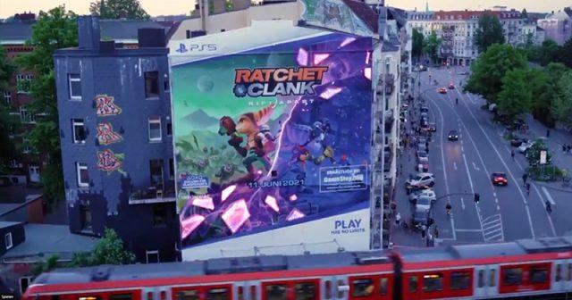 Das XXL-Graffiti zu Ratchet & Clank: Rift Apart befindet sich am S-Bahnhof Sternschanze in Hamburg (Abbildung: Sony Interactive)