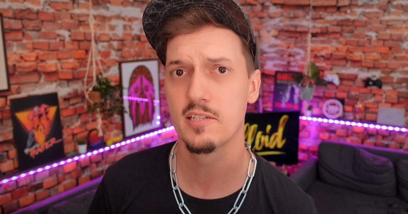 Florian Diedrich alias LeFloid moderiert mit Tinkerleo das Debatt(l)e Royale auf der Gamescom 2021 (Abbildung: YouTube)