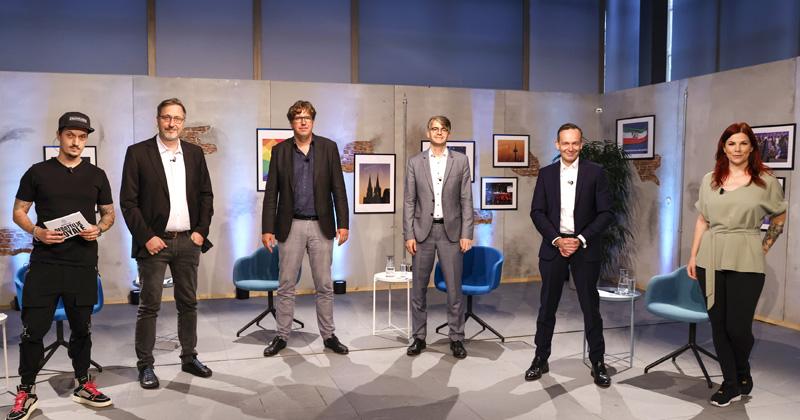 Die Teilnehmer beim Debatt(l)e Royale 2021: Moderator LeFloid, Jörg Schindler (Linke), Michael Kellner (Grüne), Stefan Hennewig (CDU), Volker Wissing (FDP), Moderatorin Tinkerleo - nicht im Bild: SPD-Generalsekretär Lars Klingbeil (Foto: KoelnMesse / Franziska Krug)