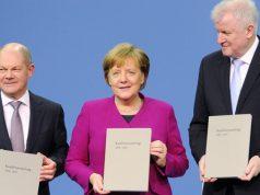 Olaf Scholz (SPD), Angela Merkel (CDU) und Horst Seehofer (SPD) bei der Vorstellung des Koalitionsvertrags am 18. März 2018 (Foto: Deutscher Bundestag / Achim Melde)