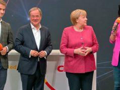 Getguide-Gründer Johannes Reck, Kanzlerkandidat Armin Laschet, Kanzlerin Angela Merkel und CSU-Digitalpolitikerin Dorothee Bär bei der Vorstellung des 25-Punkte-Plans zur Digitalisierung im Konrad-Adenauer-Haus (Abbildung: CDU)