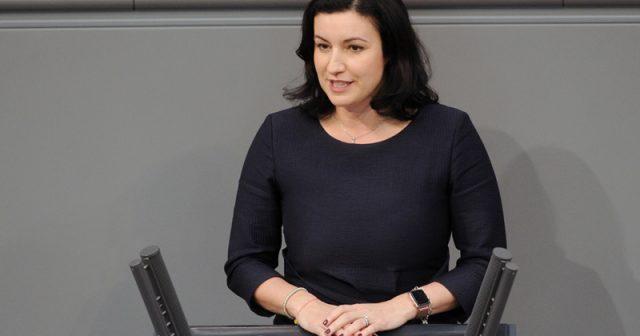 Digital-Staatsministerin Dorothee Bär (CSU) bei einer Rede im Bundestag (Foto: Achim Melde / Deutscher Bundestag)