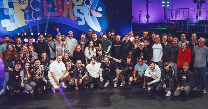Ein Teil des 150köpfigen Produktions-Teams, das die Spielesause 2021 vor und hinter den Kulissen ermöglichte (Foto: 1Up Management)